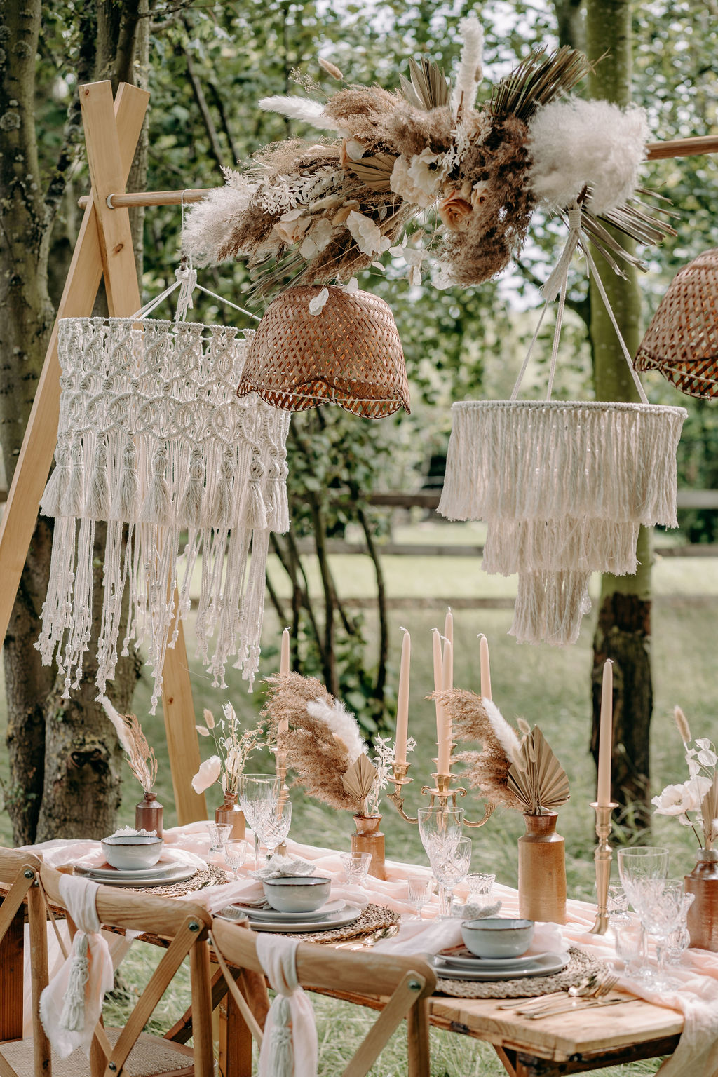 sustainable boho wedding - bohemian wedding styling - boho wedding decor - outdoor elopement styling - Unconventional Wedding - alternative wedding