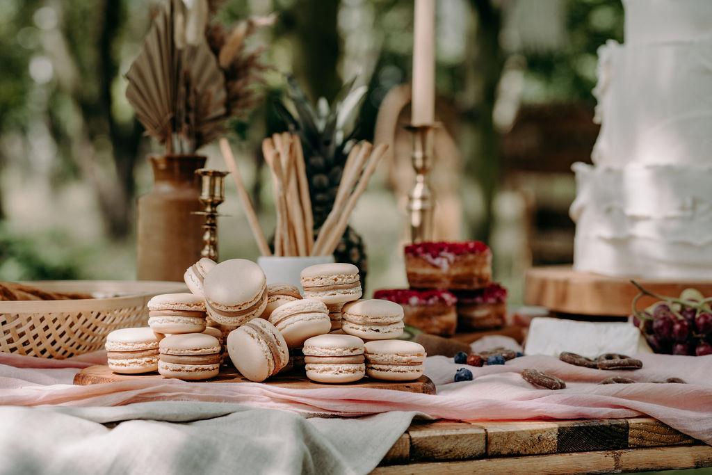 sustainable boho wedding - wedding macaroons - wedding desert table - wedding grazing table