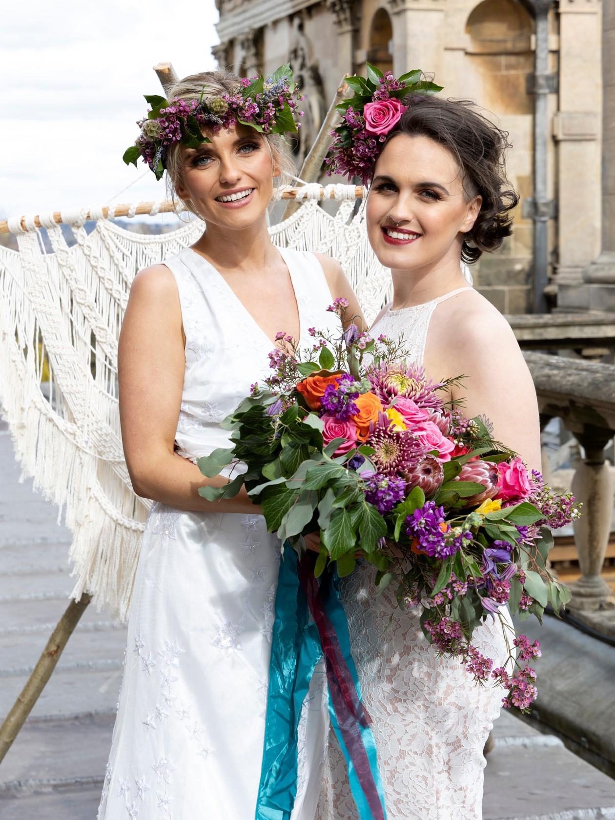 modern boho wedding, boho micro wedding, colourful wedding, macrame wedding backdrop, colourful wedding flowers, bridal headpieces