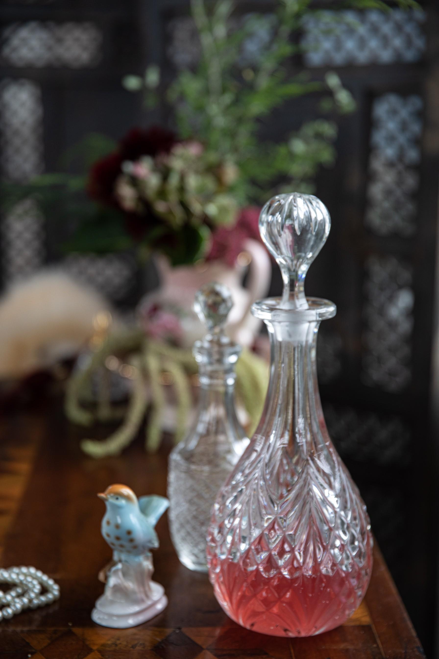 vintage wedding decor - themed wedding - vintage wedding glasswear