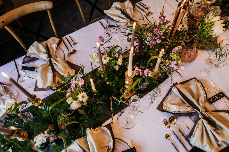 vintage wedding - 1920s wedding - vintage wedding table decor - gold wedding cutlery - wedding table styling inspiration