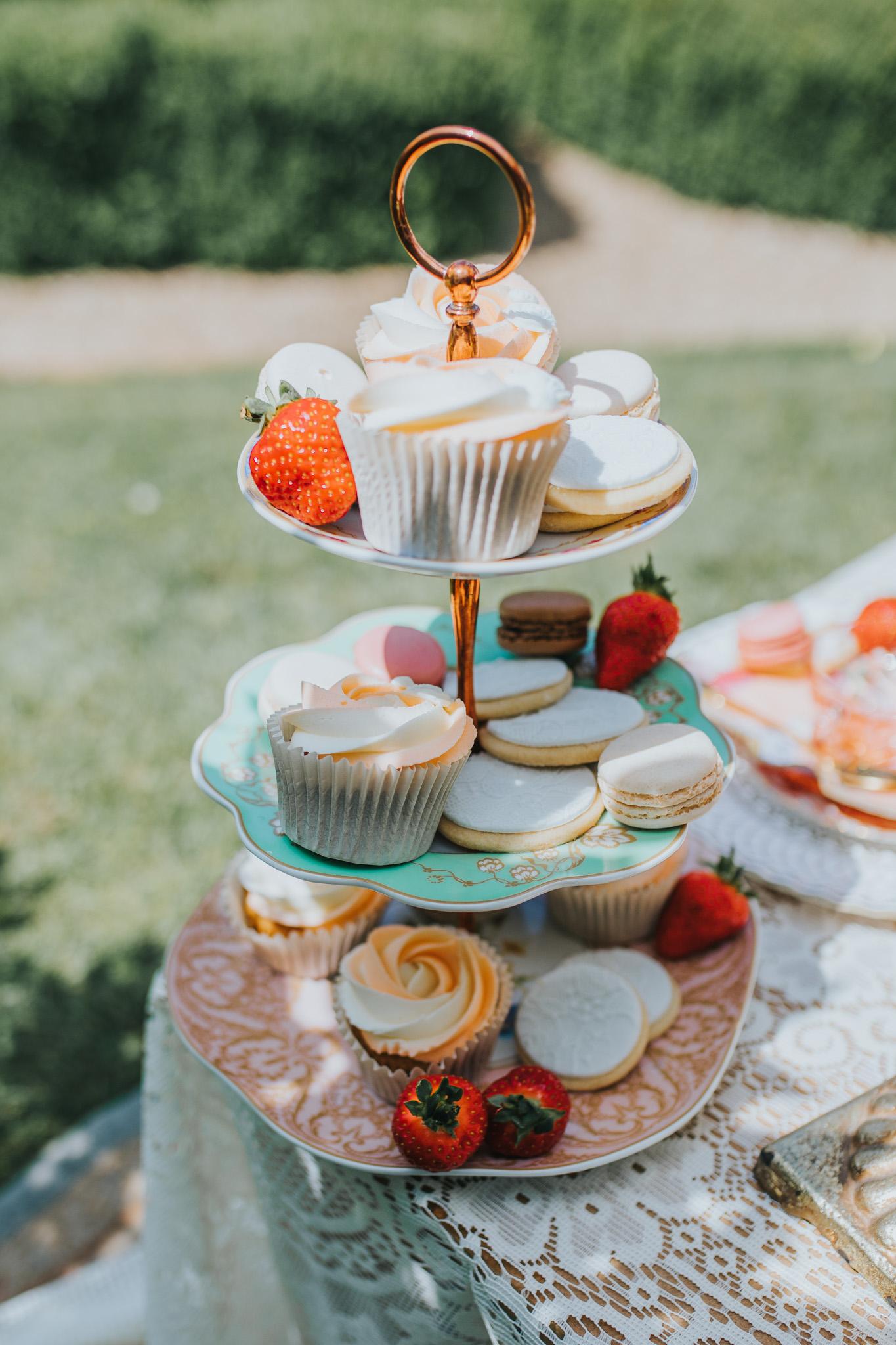 wedding cake stand - wedding cupcakes - unique wedding cakes on vintage cake stand