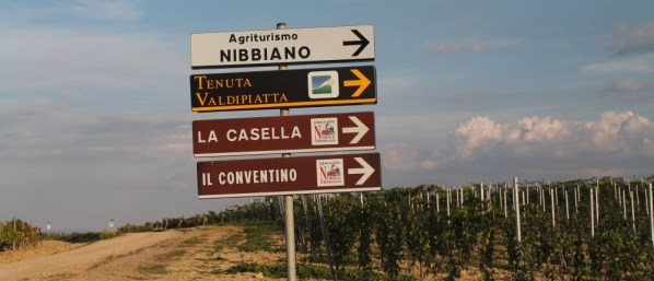 Well-marked road signs lead us to Tenuta Valdipiatta