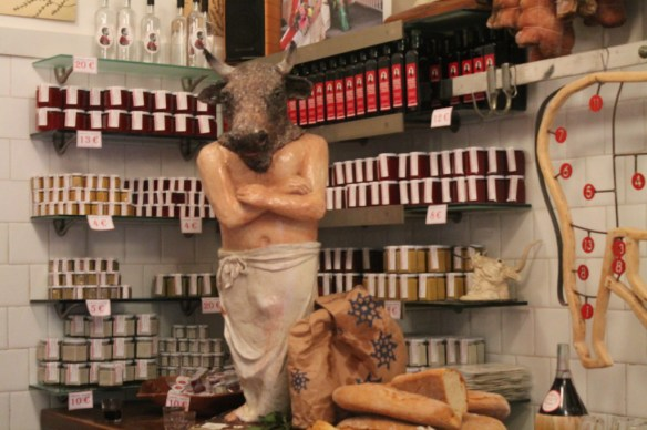 Not unusual to find the shop packed with locals and tourists who come just to ample the meats, cheeses and raise a glass to Dario