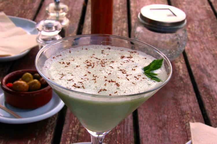 Cocktail végane à la menthe