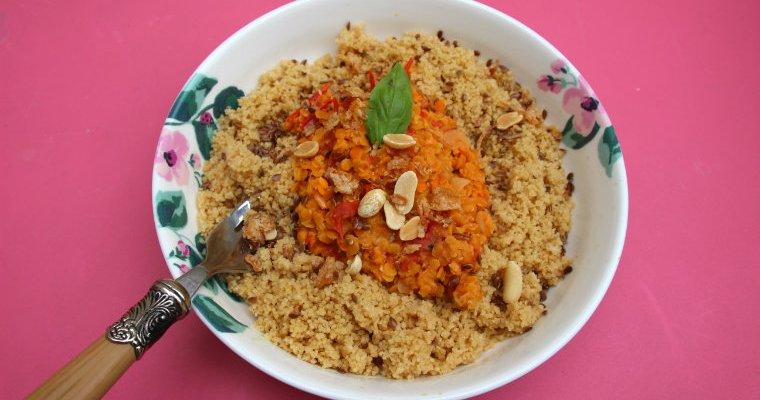 Recette végétalienne avec des lentilles corail du lait de coco et des tomates