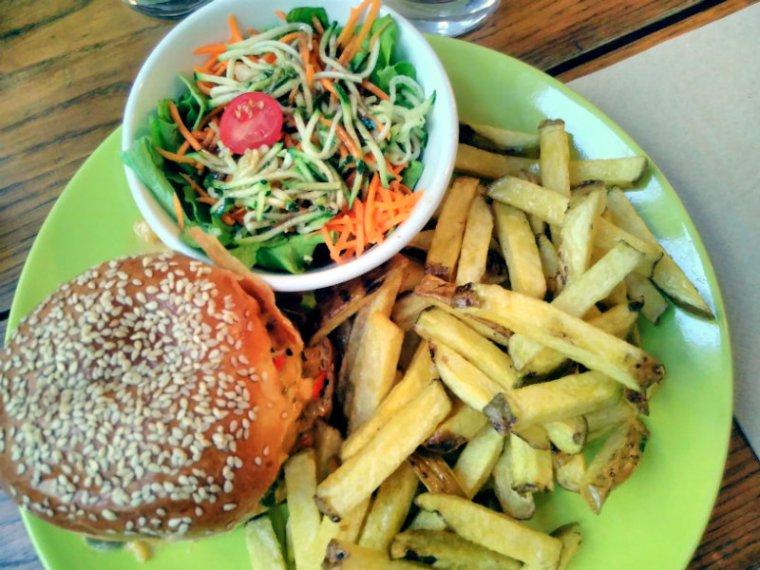 Burger végétalien chez De Rode Koe