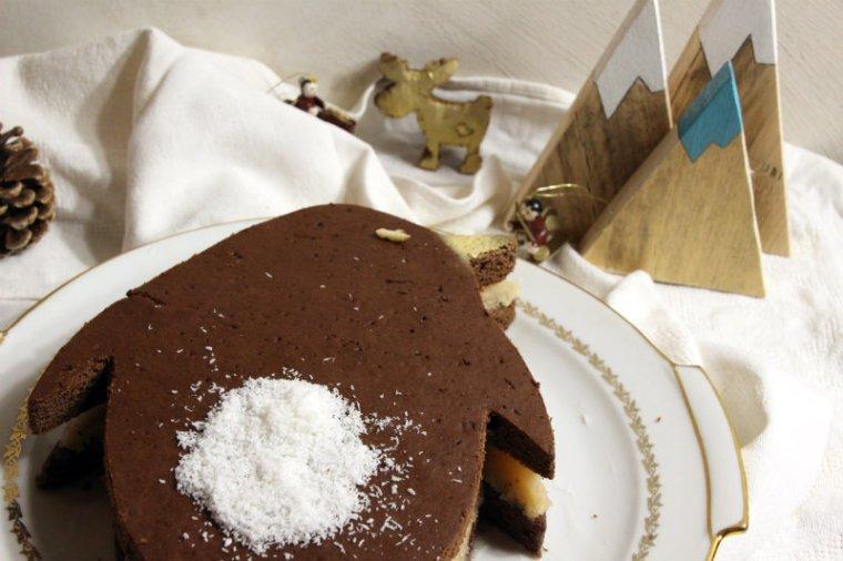 Layer cake de Noël végane en forme de pingouin