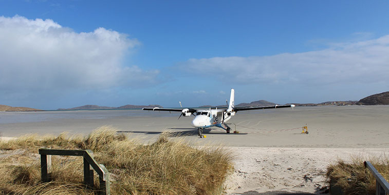 Image: http://www.anna.aero/2015/03/30/barra-beach-landing-flying-on-one-of-the-worlds-most-extreme-runways/
