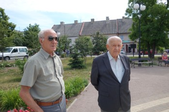 My guides Tadeusz Kafarski and Józef Staszewski in the town square