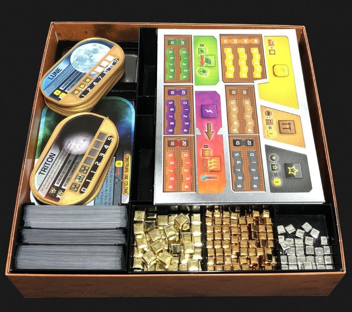 Matos : Pimp my box ! Pimeeple et Tech-make au service des ludo-pimpeurs adeptes du parfait rangement de jeu.