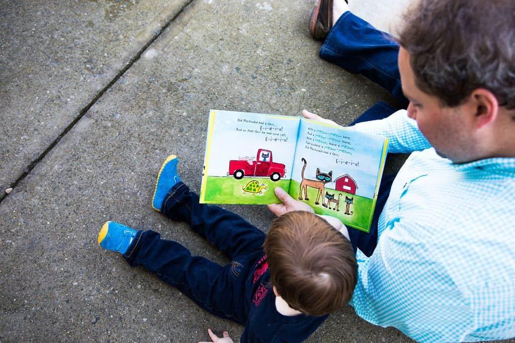 dad-reading-to-son-helps-child-meet-speech-milestones