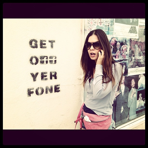 Get off yer fone