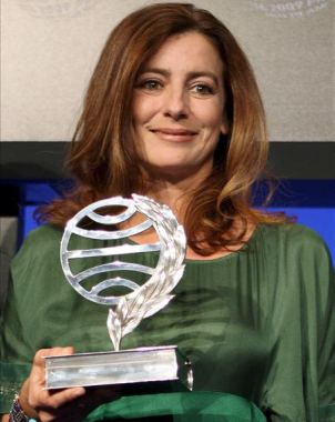 Ángeles Caso, con su premio Planeta.