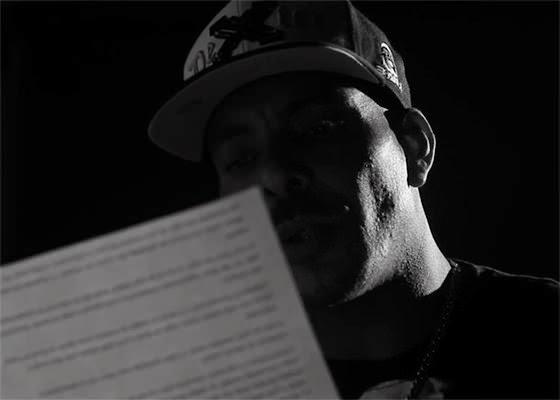 Dexter lê carta emocionante em campanha pelo fim da revista vexatória nas prisões