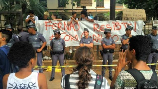 """Ocupação de alunos nas escolas de São Paulo no ano passado chamou a atenção de Ane: """"Esses alunos estão gritando. Elas estão dizendo que não está dando mais. Que a escola nao está comportando o que eles precisam. E a gente está demorando demais para ouvir:"""""""