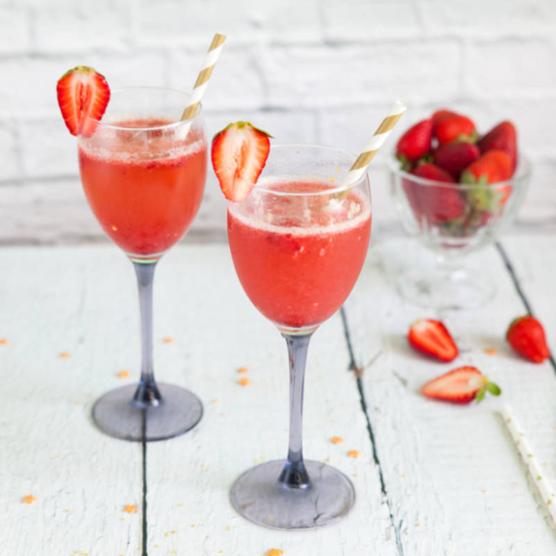 https://recipes.timesofindia.com/beverage/cocktails/strawberry-sparkling-wine-cocktail/rs56774381.cms