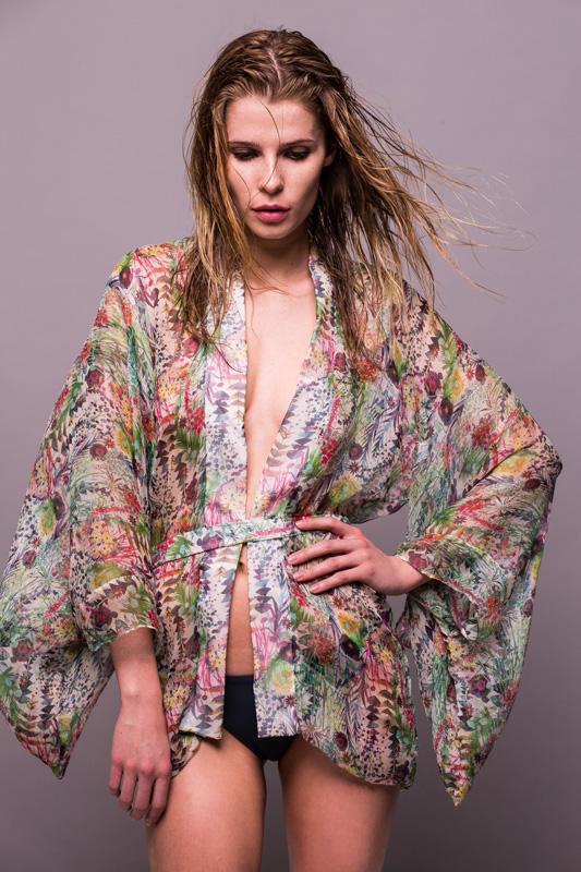 Lilliput-&-Felix-Wisteria-kimono-in-secret-garden