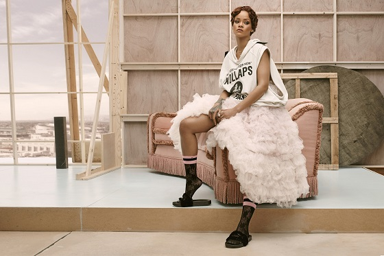 Stance_Rihanna (5)