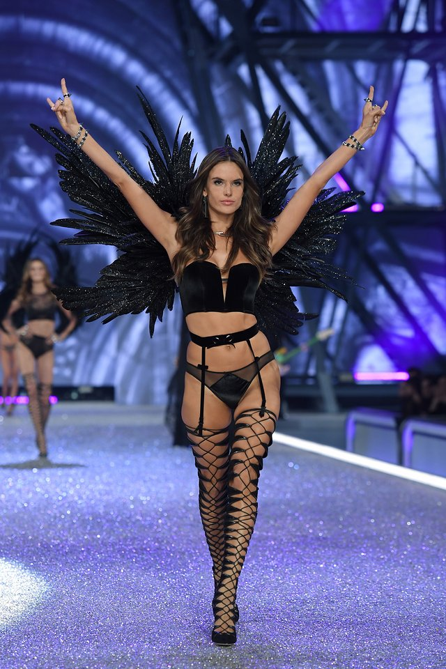 Victoria S Secret Fashion Show 2016 Underlines Magazine