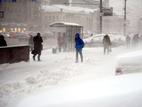 bus stop in Moscow winter