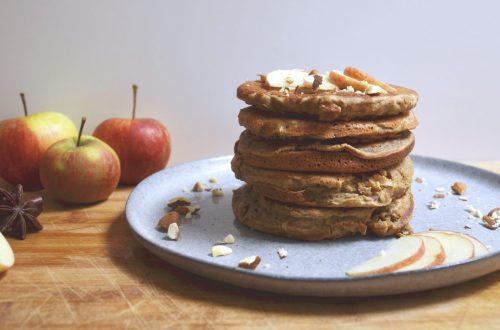 Recette de délicieux pancakes sains à la pomme, sans matière grasse ni lactose ni sucres ajoutés