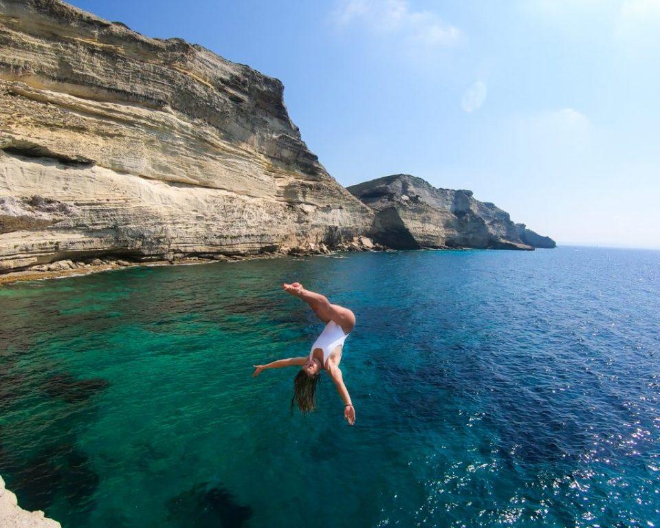La corse en van pour plonger Falaises de Bonifacio en Corse du Sud Laura Marino Undersurface