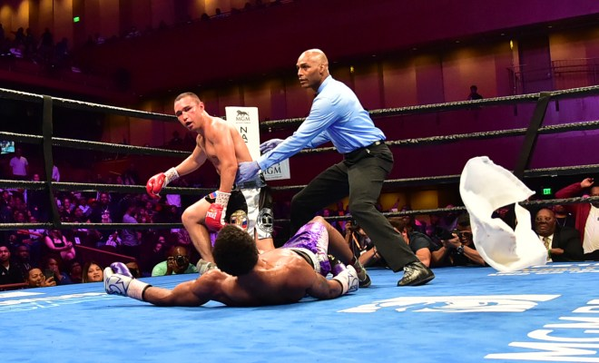 Lamont Peterson Retires after stoppage loss to Sergey lipinets