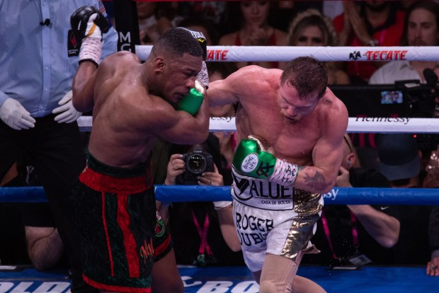 Canelo Lands Right Hand Photo Lina Baker