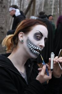 NPC Ghoul putting on makeup