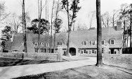 Theodate Pope Riddle, Casa con buhardillas 1913-1914, Casa familia Gates, Locust Valley, Long Island, NY