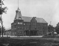 Louise Blanchard Bethune, 74th Regimental Armory, luego Elmwood Music Hall. Buffalo, NY