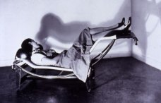 Charlotte Perriand en la Chaise Longue, 1928