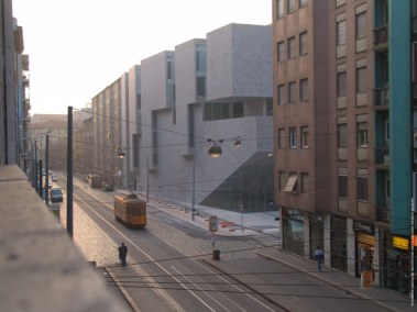Grafton Architects: Yvonne Farrell, Shelley McNamara; Universita Luigi Bocconi, Escuela de Economía, Milán, Italia, 2008