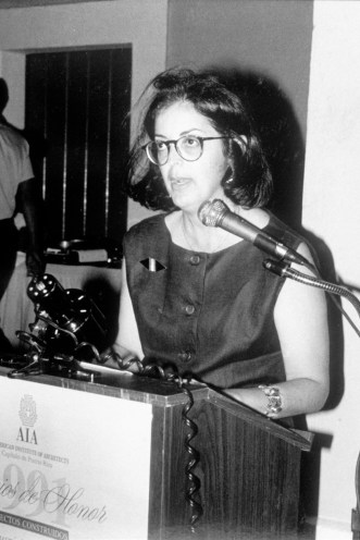 Beatriz del Cueto, premios honor 1991