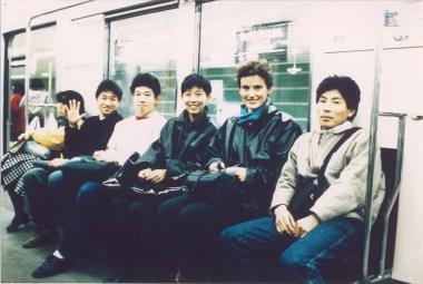 Francine Houben y Kazuyo Sejima de SANNA en el metro de Tokyo 1985