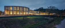 "Pilar Calderon, Calderon-Folch-Sarsanedas Arquitectes, Centro comunitario y Biblioteca ""La Ginesta"""