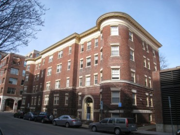 llamado actualmente Chapman Apartments en honor a su autora