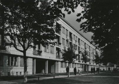 Helena y Szymon Syrkus, Conjunto de viviendas Praga I para la WSM, Varsovia, 1948-1952. Edificio en la calle Jagiellonska