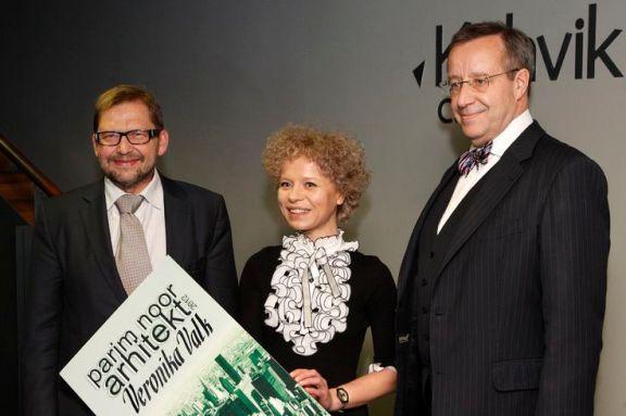 Heldur Meerits, Veronika Valk y el presidente Ilves. Premio Arquitecta Joven Estonia 2012
