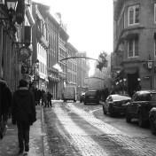 Fotografía de una calle del Vieux Montréal, el barrio que Blanche Lemco y Sandy van Ginkel salvaron de convertirse en un nudo de autovías a principios de los sesenta.