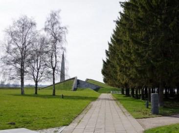 V. Pormeister, H. Sepmann y A. Murdmaa (1975): Memorial Maarjamae. Fotografía, estado actual.