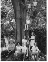 Delfina Gálvez y Amancio Williams con la familia, 8 hijos