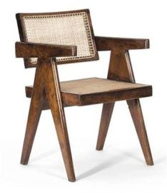 Sillas diseñadas por Pierre Jeanneret y Eumila Chowdhury