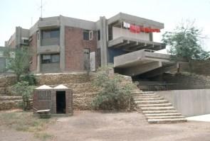 Yasmeen Lari, casa Lari en Karachi, Pakistan, 1973.