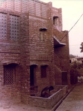 Yasmeen Lari, conjunto de viviendas sociales Anguri Bagh en Lahore, 1978