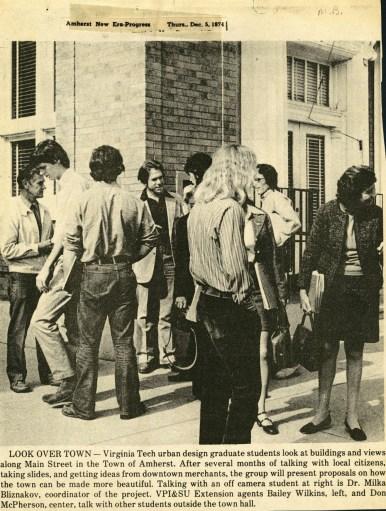 Milka Bliznakov con sus estudiantes en Amherest, 1974