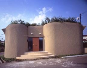 Kathryn Findlay. Casa Blanda y Peluda, Tokio (1994). Imagen del acceso.