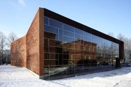 Siiri Vallner, Katrin Koov, Kaire Nõmm, Heidi Urb, Kavakava Architects, Pabellón Deportivo en el centro de Pärvu, 2003-2005