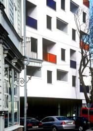 Margit Mutso, Madis Eek, Eek & Mutso AB, Reio Avaste, edificio residencial y comercial en Tallinn, Estonia, 2003